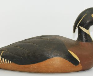 NICE WOODDUCK CARVED BY JACQUES AUGER/ CANARD HUPPÉ SCULPTÉ PAR JACQUES AUGER