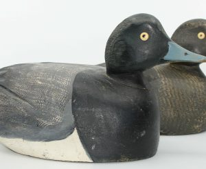 NICE BLUEBILL PAIR CARVED BY HORMIDAS THIBERT/ BELLE PAIRE DE MORILLON SCULPTÉE PAR HORMIDAS THIBERT